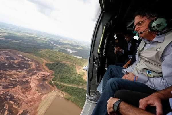 Presidente Bolsonaro - Presidente Jair Bolsonaro observa destruição causada após rompimento de barragem da Vale em sobrevoo a Brumadinho