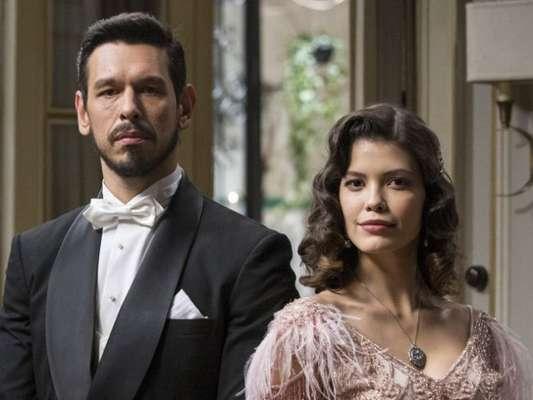 Júlia (Vitória Strada) trai o noivo, Gustavo Bruno (João Vicente de Castro) e transa com Danilo (Rafael Cardoso) nos próximos capítulos da novela 'Espelho da Vida'