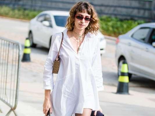 A camisa vestido garante um office look fresquinho durante o verão