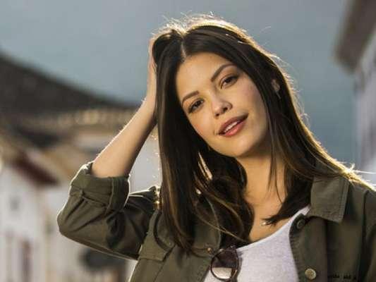 Cris (Vitória Strada) é vítima de armação de Isabel (Alinne Moraes) e acaba internada em hospício nos próximos capítulos da novela 'Espelho da Vida'