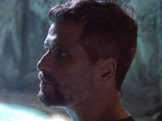 Gabriel (Bruno Gagliasso) termina de elaborar a estratégia para não deixar que a mãe chegue perto da fonte no capítulo de segunda-feira, 11 de fevereiro de 2019 da novela 'O Sétimo Guardião'
