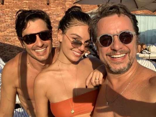 Isis Valverde curtiu piscina com marido e amigo em hotel no Rio de Janeiro neste sábado, 2 de fevereiro de 2019