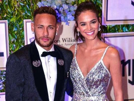 Internauta ironiza look de Neymar em festa e Bruna Marquezine curte tweet