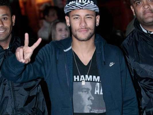 Neymar é criticado por festanças enquanto machucado