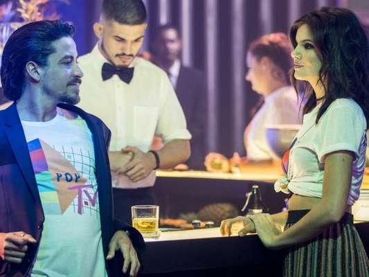 Vanessa (Camila Queiroz) chantageia Jerônimo (Jesuíta Barbosa) ao descobrir farsa do malandro nos próximos capítulos da novela 'Verão 90': 'Tremendo um sete um'