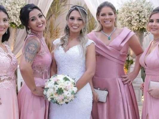 Marília Mendonça apostou em um look ombro a ombro para casamento de amigo