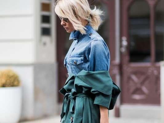 Clássica e versátil: a camisa jeans atende a todos os estilos