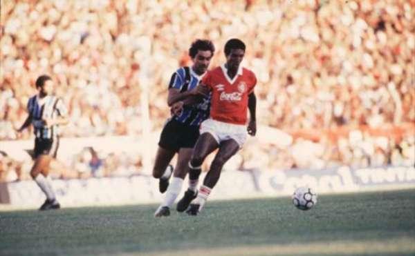 Nílson foi o herói do Inter no 'Gre-Nal do Século'. Em 12 de fevereiro de 1989, ele marcou os dois no 2 a 1 sobre o Grêmio