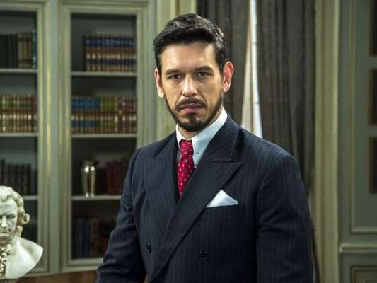 Gustavo Bruno (João Vicente de Castro) fracassa ao tentar matar Danilo (Rafael Cardoso) pela terceira vez nos próximos capítulos da novela 'Espelho da Vida'