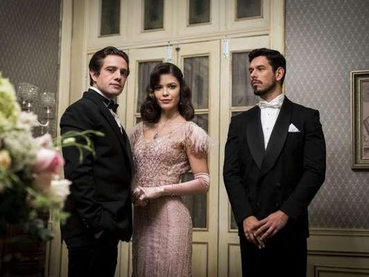 Gustavo Bruno (João Vicente de Castro) tentará matar Danilo (Rafael Cardoso) após descobrir que Julia está grávida (Vitória Strada) na novela 'Espelho da Vida'