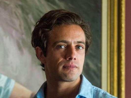 Daniel (Rafael Cardoso) evita que Priscila (Clara Galinari) se acidente no capítulo de sábado, 9 de março de 2019 da novela 'Espelho da Vida'