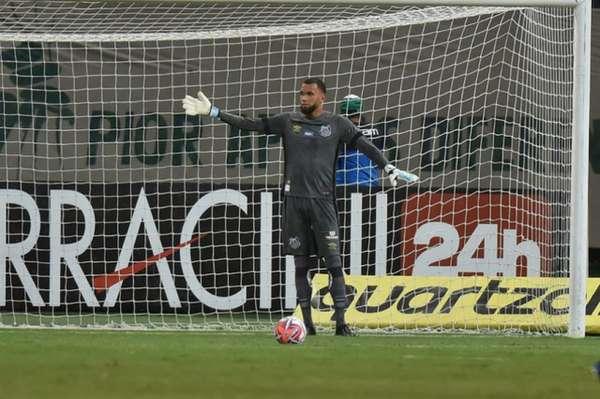 O goleiro Everson teve uma nova oportunidade no Santos e provou que não é competente apenas com os pés. O jogador fez duas defesas difíceis no segundo tempo e evitou a derrota do Peixe no clássico contra o Palmeiras (notas por Carlos Andrade)