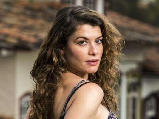 Sheila (Dandara Albuquerque) conta as armações de Isabel (Alinne Moraes) e a jornalsita tem sua prisão decretada a partir do capítulo de sexta-feira, 15 de março de 2019 da novela 'Espelho da Vida'