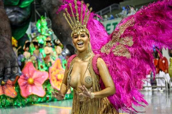Colorado do Brás abriu a primeira noite de desfiles em São Paulo