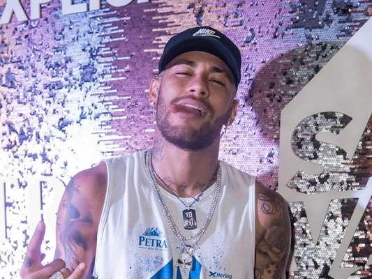 Neymar curte camarote em Salvador e web cogita volta com Marquezine nesta sexta-feira, dia 01 de março de 2019