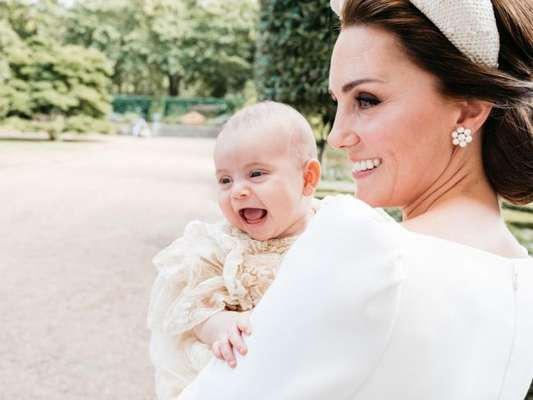 Kate Middleton contou, durante eventom que o filho mais novo, Louis, de dez meses, já está engatinhando.