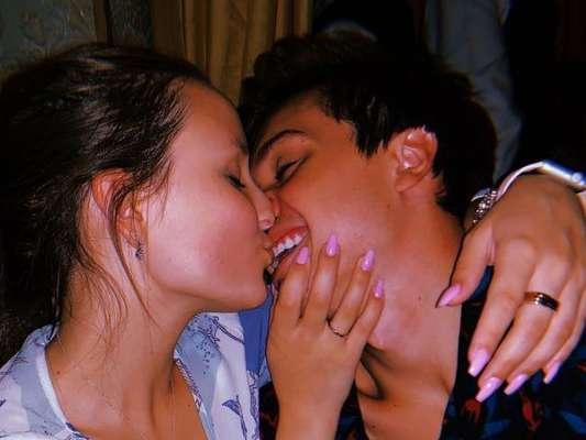 Larissa Manoela e Leo Cidade comemoraram um ano e três meses de namoro nesta quinta-feira (14).