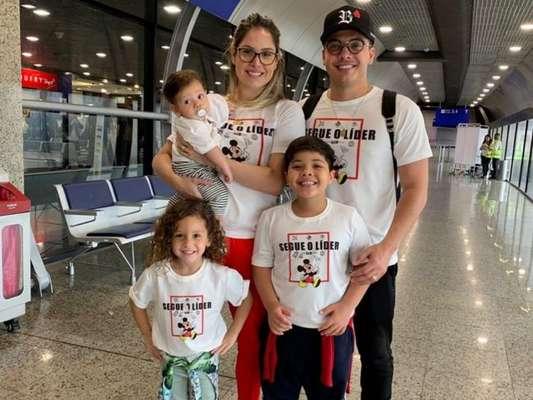 Wesley Safadão está de férias em Orlando, nos EUA, com a mulher, Thyane Dantas, e os filhos, Ysis, Yhudy e Dom