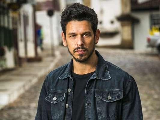 Alain (João Vicente de Castro) descobre que Danilo (Rafael Cardoso) é inocente no assassianto de Júlia (Vitória Strada) nos últimos capítulos da novela 'Espelho da Vida'