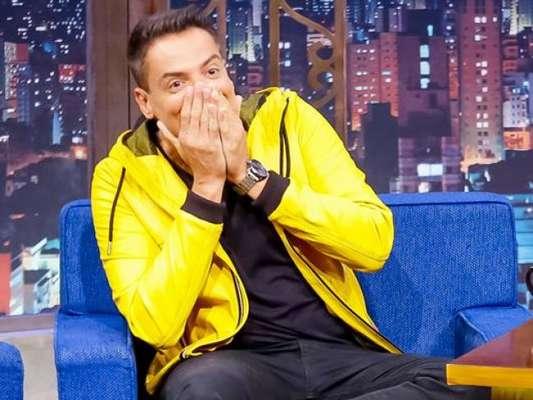 Leo Dias explicou relação estremecida de Anitta e Bruna Marquezine no programa 'The Noite', que vai ao ar nesta segunda-feira, 18 de março de 2019, no SBT
