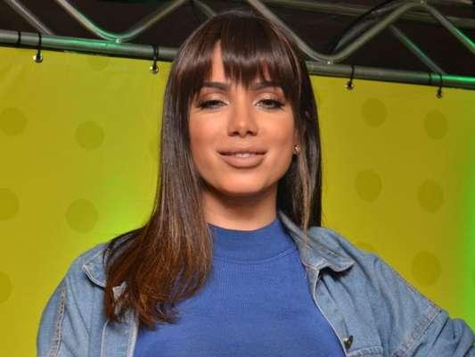 Anitta aparece de mãos dadas com Gabriel Medina ao gravar clipe nesta segunda-feira, 18 de março de 2019