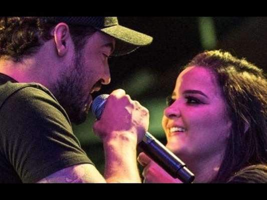 Fernando Zor mostrou fotos com Maiara em telão durante show em São Paulo nesta segunda-feira, 1 de abril de 2019