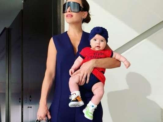 Sabrina Sato, de Dior, posa com Zoe de tênis personalizado de R$ 700. Saiba mais em matéria nesta quarta-feira, dia 03 de abril de 2019