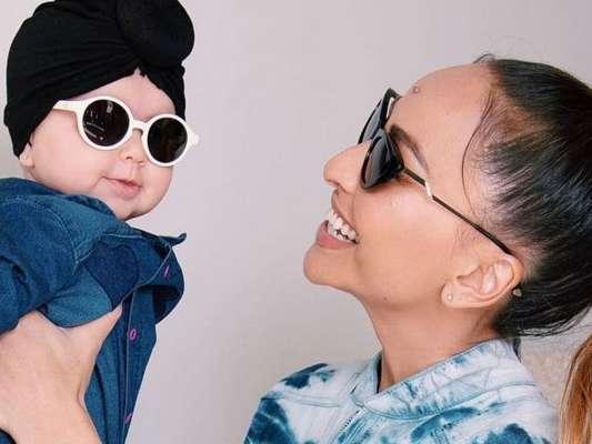 Sabrina Sato e a filha, Zoe, combinam look fashionista com pegada all jeans