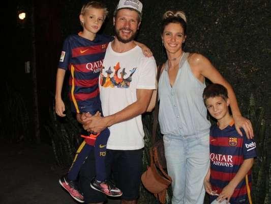 Rodrigo Hilbert compartilha momento em família com um dos gêmeos