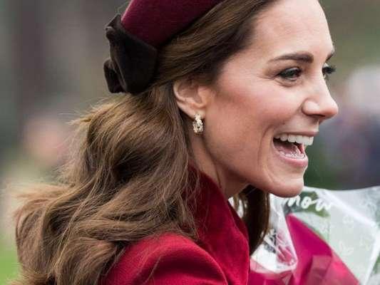 Kate Middleton usou a tiara mais conhecida como alice band também no natal