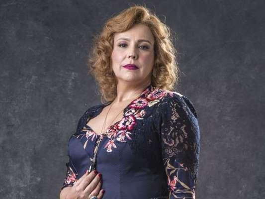 Nos próximos capítulos da novela 'O Sétimo Guardião', Ondina (Ana Beatriz Nogueira) vai será a próxima vítima do serial killer responsável pela morte dos protetores da fonte de Serro Azul.