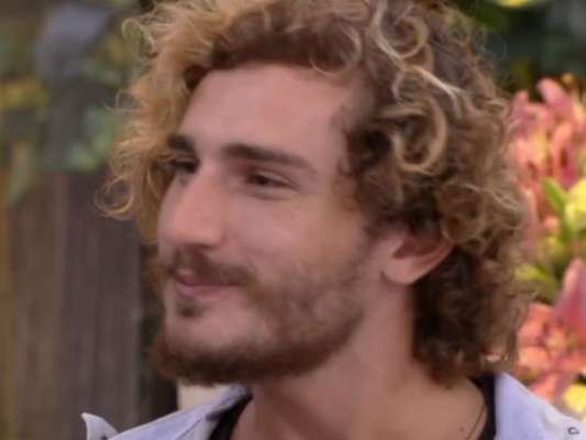 """Alan, vice-campeão do """"BBB19"""", revela que já conversou com Hana e descarta romance com Carol Peixinho"""