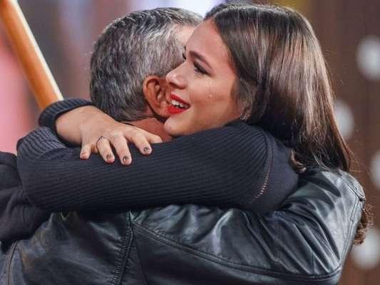 Bruna Marquezine dá detalhes de festa surpresa organizada para seu pai
