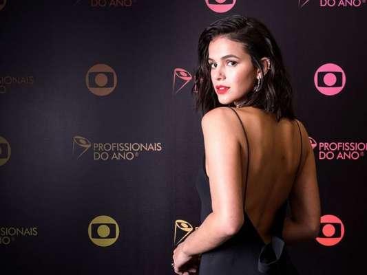 Bruna Marquezine está recebendo pedidos na web para aceitar o convite para a novela 'Amor de Mãe', trama do horário das nove.