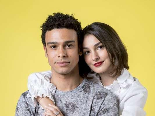 Diego (Sergio Malheiros) e Larissa (Marina Moschen) se separam por causa de armação da Vanessa (Camila Queiroz) novela 'Verão 90'