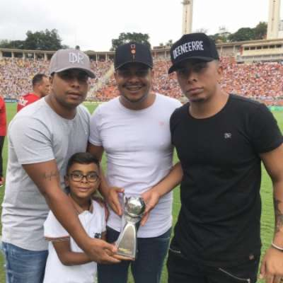 Três filhos de Dener e o neto Rafael