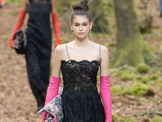 Toda a elegância das 'opera gloves' em produções mais fashionistas