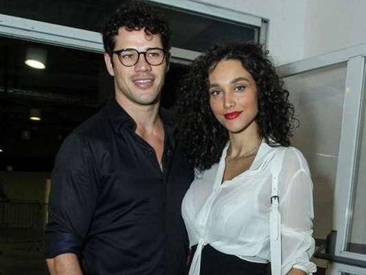 Débora Nascimento e José Loreto foram clicados juntos neste domingo, 21 de abril de 2019