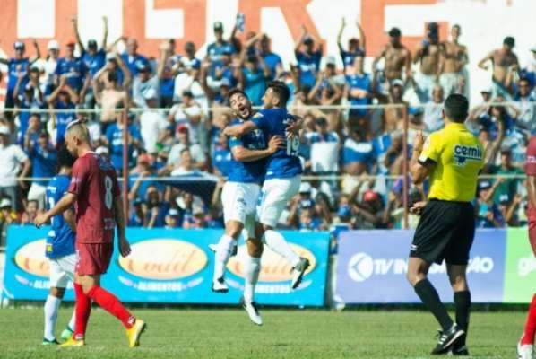 A Raposa ficou em segundo lugar na fase de classificação, atrás do Galo, mas foi a equipe que mais pontuou no campeonato, chegando aos 38 pontos em 16 partidas.