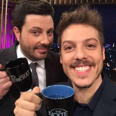 Fabio Porchat e Danilo Gentili - Apresentadores de programas exibidos na mesma faixa de horário por emissoras concorrentes, a Record TV e o SBT, os dois se encontraram para gravar o 'Programa do Porchat' que vai ao ar em 10 de outubro de 2017.