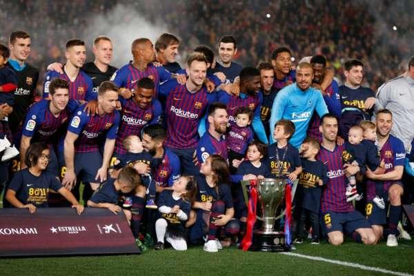 O Barcelona venceu o Levante neste sábado por 1 a 0 e conquistou mais um título do Campeonato Espanhol. Com 83 pontos, o time levou o torneio de forma antecipada. É o 26º título da história do clube na competição e o 10º de Lionel Messi. Veja as La Ligas vencidas pelo Barça neste século: