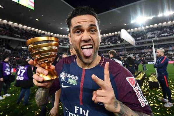 62º - Daniel Alves (lateral-direito do Paris Saint-Germain)
