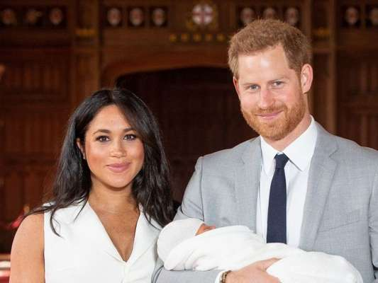 Meghan Markle e o príncipe Harry vão passar o primeiro Dia das Mães com o filho, Archie, novo membro da família real britânica