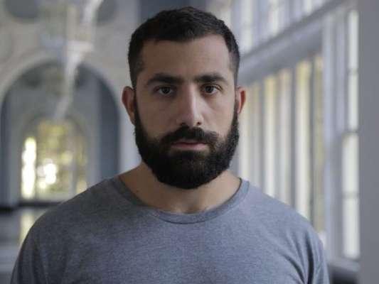 Após sair da prisão, Fauze (Kaysar Dadour) tentará matar Dalila (Alice Wegmann) na novela 'Órfãos da Terra'