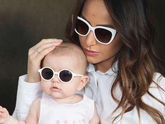 Sabrina Sato e a filha, Zoe, usam óculos parecidos em foto postada nesta quinta-feira, dia 09 de maio de 2019