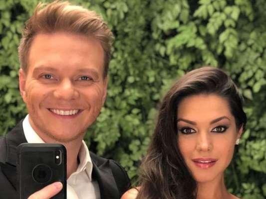 Thais Fersoza se emocionou ao falar de parceria do marido, Michel Teló, com Sandy e Junior na TV