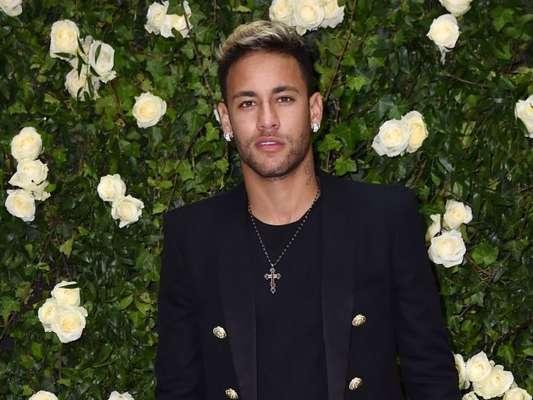 Neymar postou foto na tarde desta quarta-feira com look estilo country
