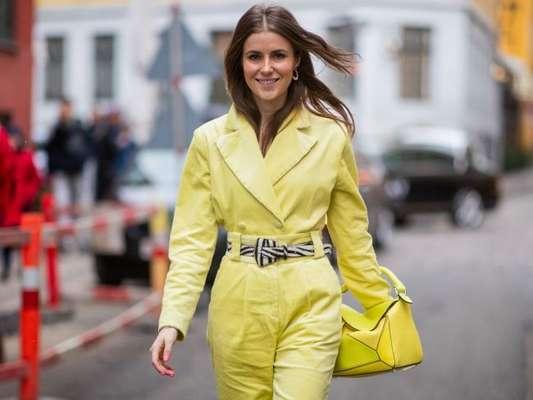 Look monocromático: dicas para fugir do óbvio na hora de se vestir em um cor só sem estar fora de moda.