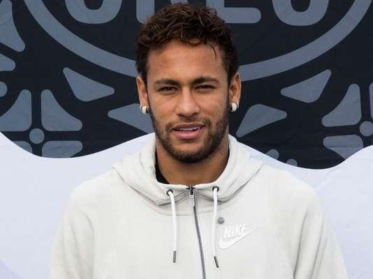 Neymar e Luan Santana trocam mensagens nas redes sociais