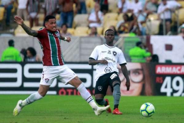 Imagens de Jonathan pelo Botafogo